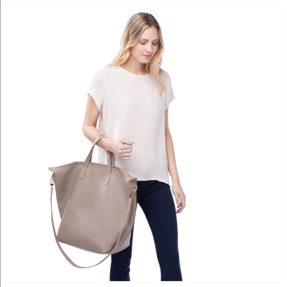 c170d3154 Cuyana Oversized Carryall Tote Sable. M_5ac00e433a112e1bf0b24f7d